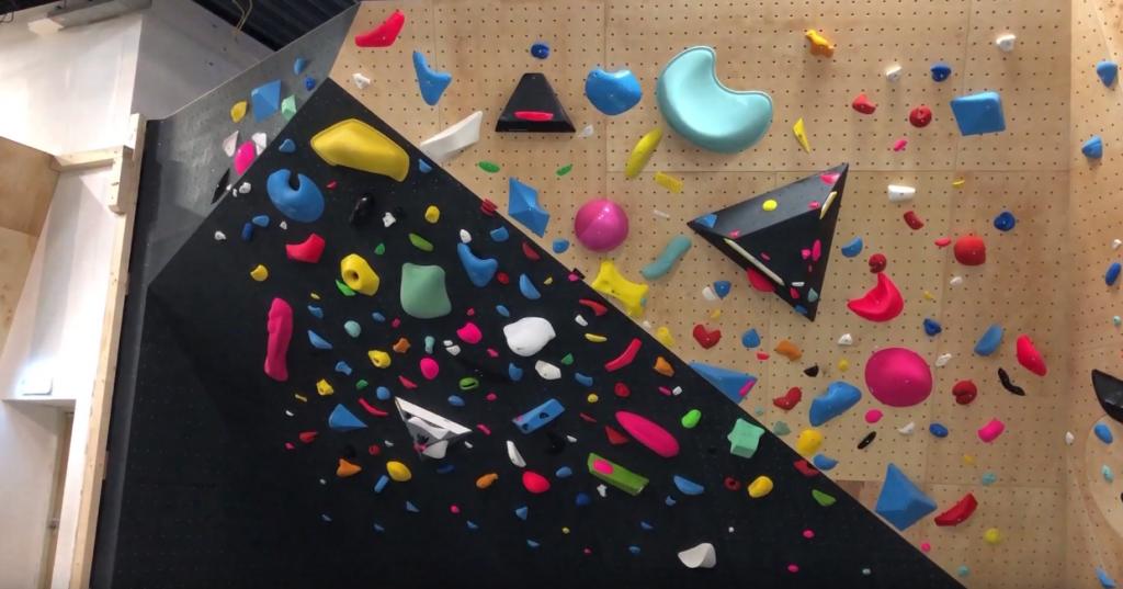 revolt bouldering trainingswand